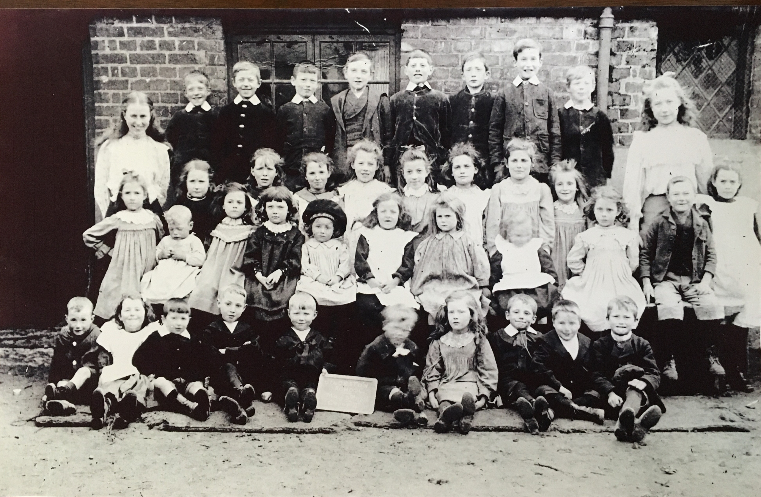 A class of mixed infants in May 1906